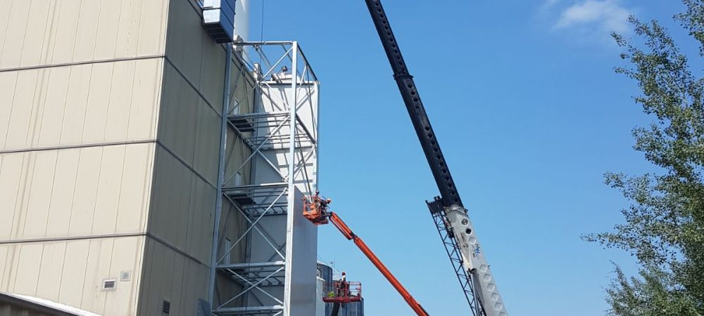 Richardson Oilseed Exterior with Crane